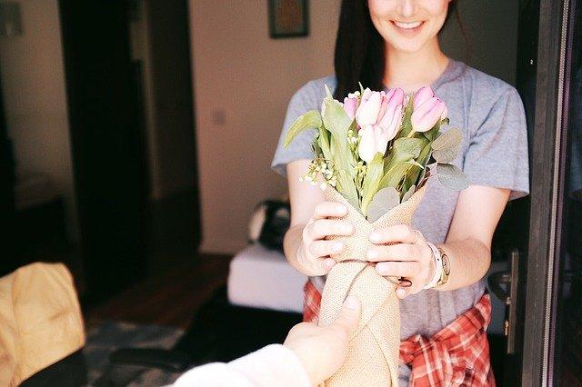 Букет ее любимых цветов с теплым признанием