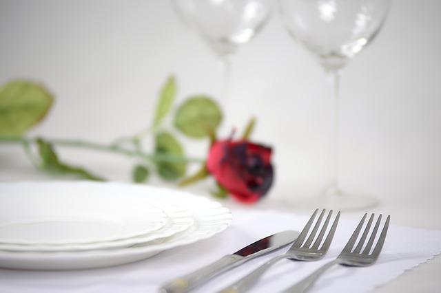 Лучший способ отпраздновать зеленую свадьбу - это ужин при свечах